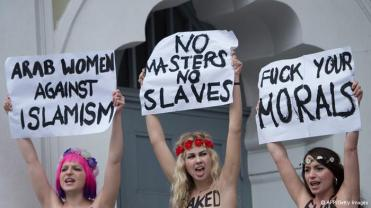 Femen's protest in the Ahmadiyya mosque in Berlin