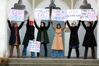 A Protest by Muslim women against Femen in Berlin's Ahmadiyya mosque